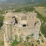 Chateau de Loarre, Aragon. Survol avec parapente et cornemuse